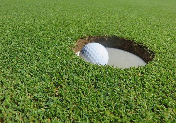 Imagen de golf relacionada con el rendimiento profesional y el team building